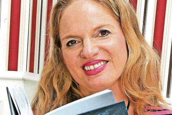 Lucinda West liest aus Ihrem ersten Buch